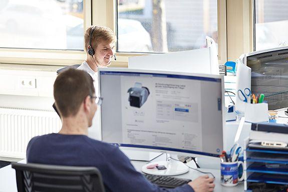 Stecker Express Mitarbeiter Büro